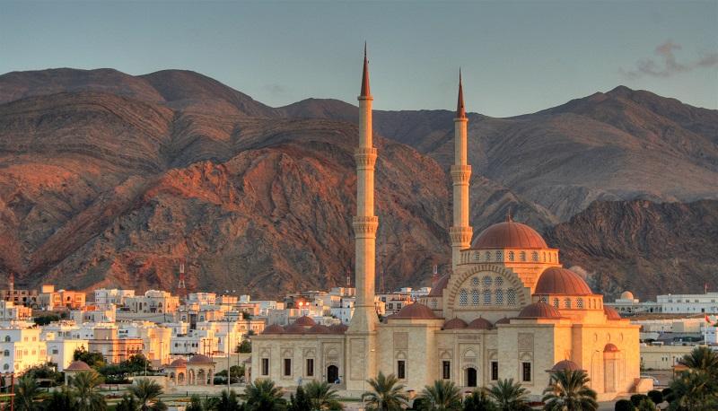 Mezquita en Omán, uno de los destinos exclusivos de Bhárad