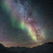 Destino de nieve de Bhárad: aurora boreal