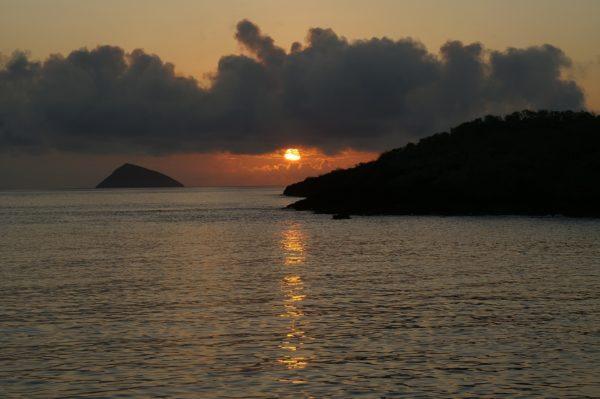 Bharad Travel. Puesta de sol en islas Galapagos